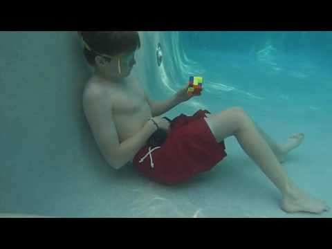 Kid solves RUBIKS CUBE ONE HANDED UNDERWATER while holding his breath