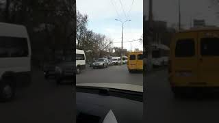"""Автобус №65 """"поцеловал"""" иномарку на Тулака  12.011.2018"""