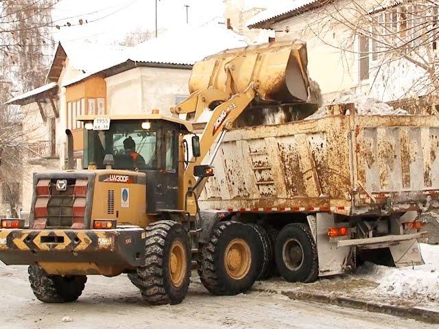 Как справляются с уборкой снега дорожные службы?