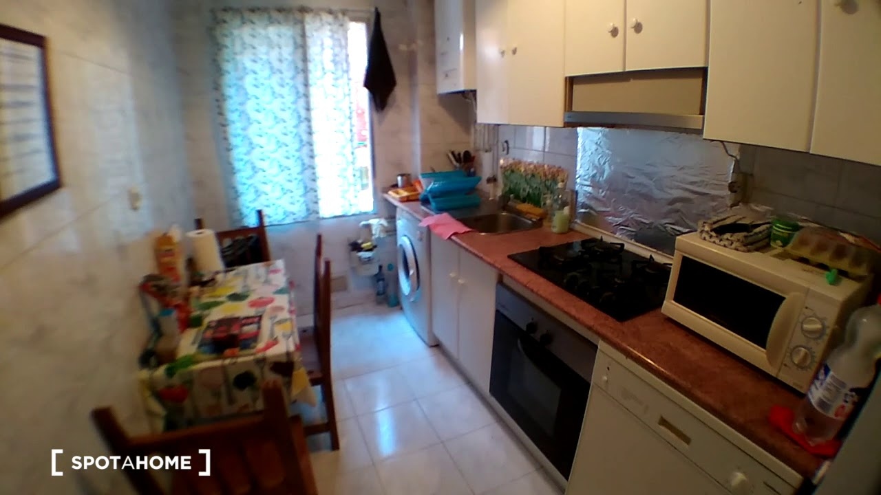 Double bed in Rooms for rent in 3-bedroom apartment in Lucero