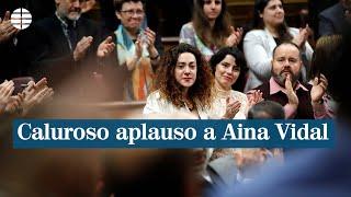 Caluroso aplauso a Aina Vidal.