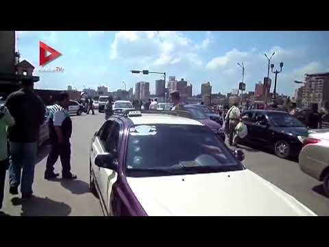 رجال المرور بالدقهلية يوزعون