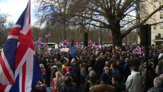 Londres : une manifestation pro-Brexit menée par Tommy Robinson