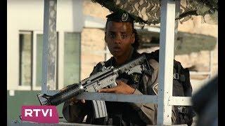 Как израильские полицейские дежурят на КПП.