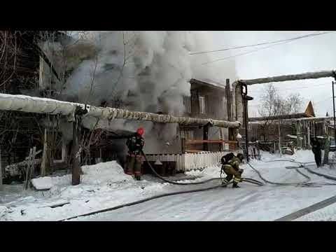 В Якутске из горящего дома эвакуировано 20 человек