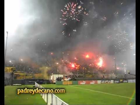 """""""Recibimiento Copa Bimbo 2012 - Barra Amsterdam - padreydecano.com"""" Barra: Barra Amsterdam • Club: Peñarol"""