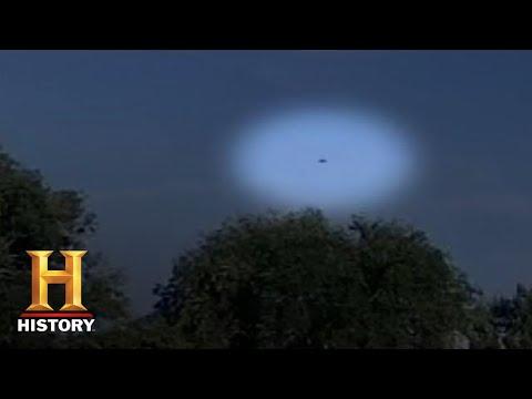Koe kan niet opstaan, UFO in de lucht.