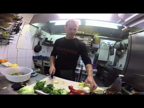 Salatteller zubereiten