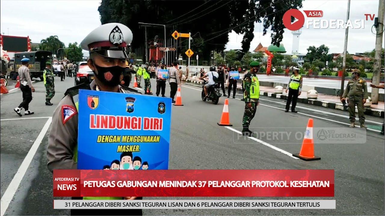 Petugas Gabungan Lakukan Operasi Yustisi Di Tengah Pemberlakuan PPKM