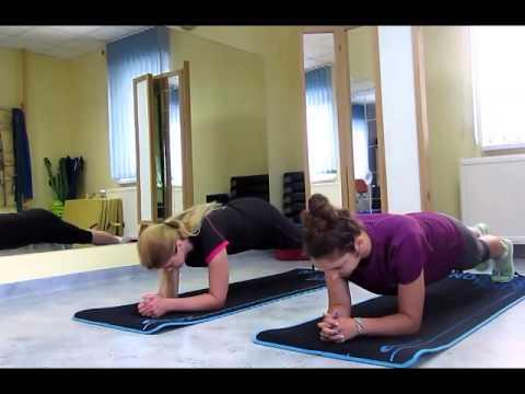 Jak zbudować mięśnie ramion w domu za pomocą hantlami