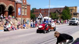 preview picture of video 'Parkersburg Homecoming Parade 2013 start'