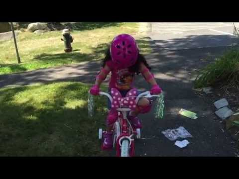 Learning to ride my bike| Minnie Mouse bike