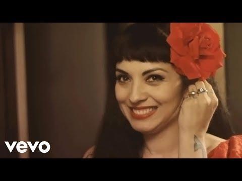 Mon Laferte – Mi Buen Amor ft. Enrique Bunbury