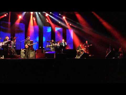 Por el amor de una mujer - Julio Iglesias en concierto