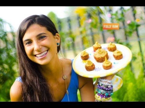 FullyRaw Carrot Cupcakes with Orange Vanilla Cream Frosting!