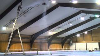 preview picture of video 'Energy savings and comfortable warm in this indoor tennis hall - Fenne KG destratification fans'