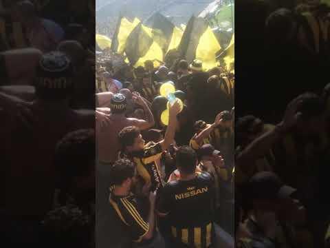 """""""Hinchada de peñarol vs Nacional - Apertura 2018 (Entrada de la percusión)"""" Barra: Barra Amsterdam • Club: Peñarol"""