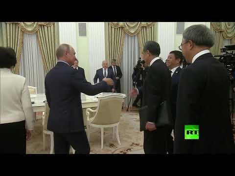 العرب اليوم - شاهد: بوتين يستقبل رئيس الوزراء الصيني في الكرملين