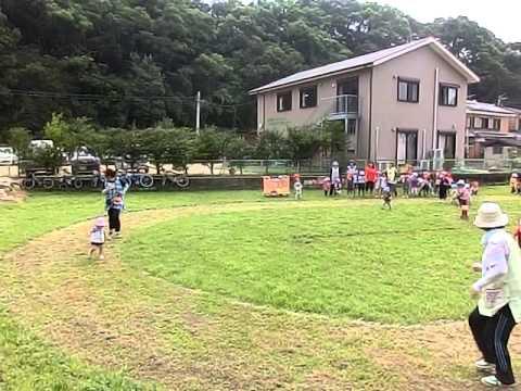 畑の運動場でかけっこ  南島原市加津佐町 若木保育園