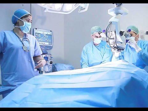 Lopération laser sur les veines sur les pieds inférieur novgorod