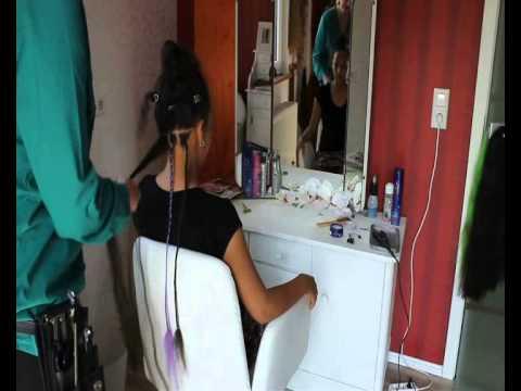 Auf das feuchte oder trockene Haar wird kefirnaja die Maske aufgetragen