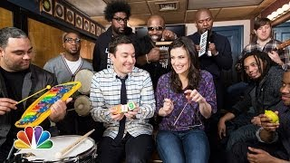 Jimmy Fallon <b>Idina Menzel</b> & The Roots Sing Let It Go From Frozen W/ Classroom Instruments