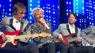 Rod Stewart ~ Downtown Train ~ Obnoxious Woman Gets Told by Rod ~ Caesar's Palace ~ 4/1/2017
