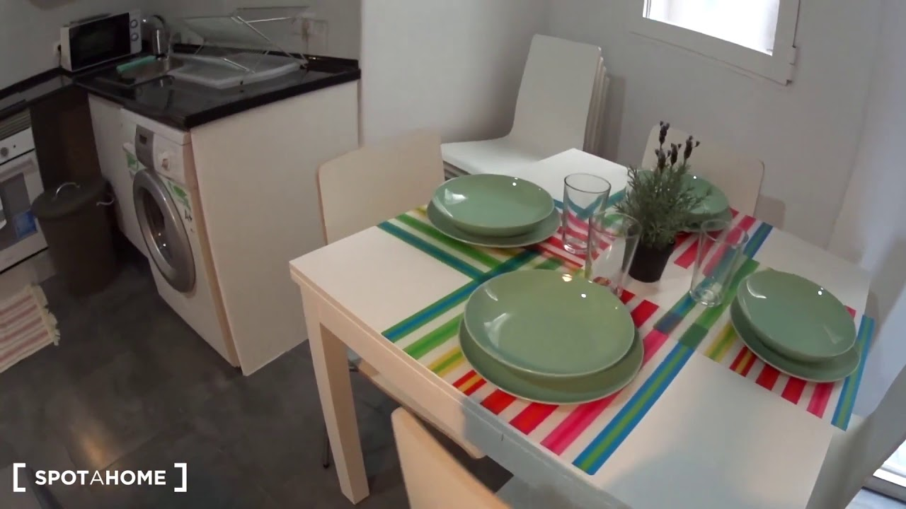 Rooms for rent in spacious 8-bedroom apartment in Eixample Dreta