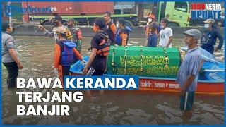 Warga Semarang Bawa Keranda Mayat Pakai Perahu Karet Pinjaman, Terjang Banjir Sejuah 1 Kilometer