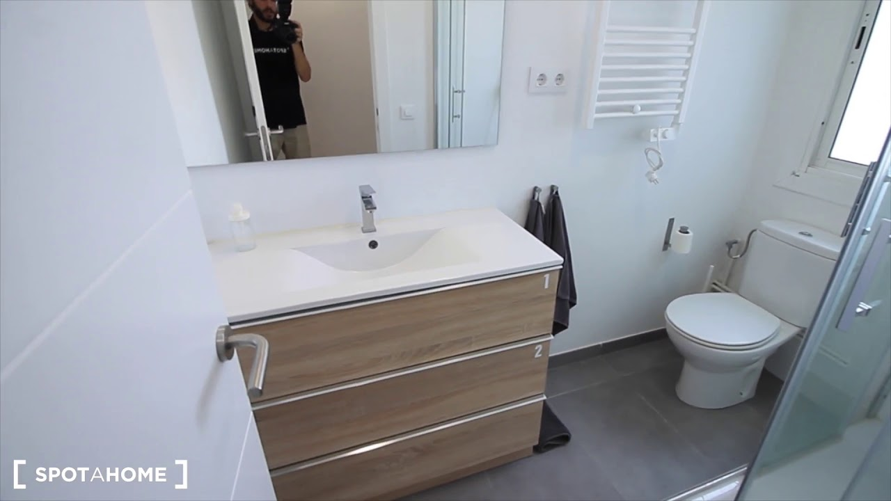 Rooms for rent in stylish 2-bedroom apartment in Example near Plaça Catalunya