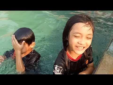 Belajar berenang kuncinya semangat