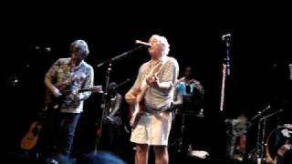 Jimmy Buffett Paris 2009 - Turn up the Heat Chill the Rose (NEW SONG - FIRST PERFORMANCE)