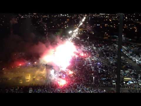 """""""Torcida do Paysandu fazendo a """"Ruas de Fogo"""" antes do jogo com o Botafogo."""" Barra: Alma Celeste • Club: Paysandu"""