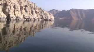 preview picture of video 'Ausflug Khasab Oman  Traditionelle Bootsfahrt durch die Fjordwelt 13'