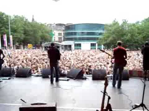 Antarctic Monkeys - 'When the sun goes down' intro - Liverpool.
