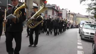 preview picture of video 'Miejska  Orkiestra Kalwarii Zebrz. 2014 - Przemarsz do kościoła'