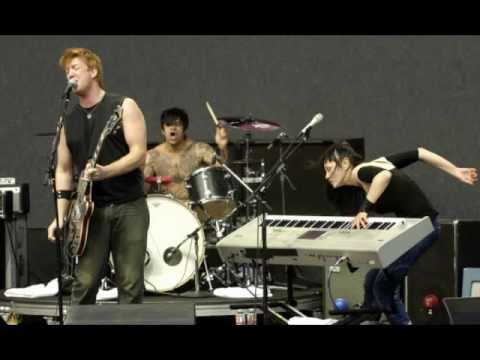Queens of the Stone Age - Skin on Skin (live version)