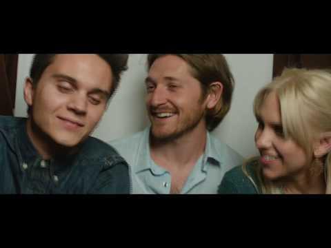 I Love You Both (Featurette 'Family Affair')