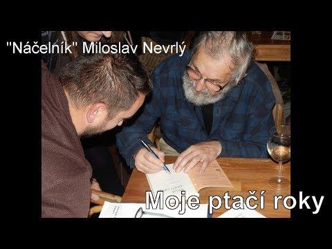 Náčelník Miloslav Nevrlý čte ze své knihy Moje ptačí roky