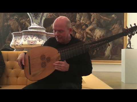 Wolfgang Katschner in der Musikinstrumentesammlung des Germanischen Nationalmuseums