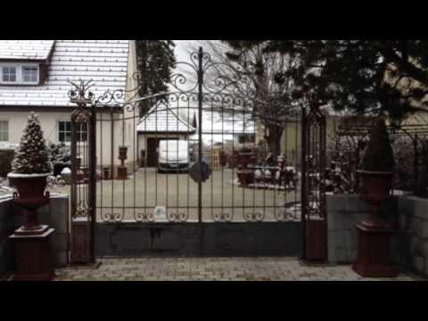 Nostalgisches Eisentor; Doppelflügeltor; Hofeinfahrtstor; Tor; Gartentor; Eisentor