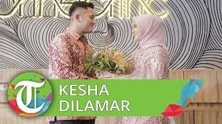 Kesha Ratuliu Dilamar Adhi Permana, Tampil Beda Pakai Hijab