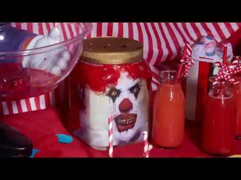 Eine Clowns-Fratze im Glas !