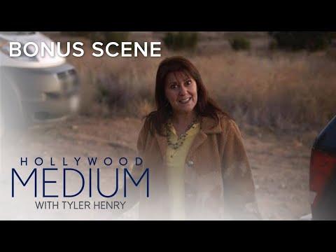 Tyler Henry's Mom Gets Starstruck Meeting Linda Blair | Hollywood Medium with Tyler Henry | E!