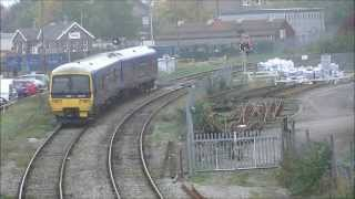 preview picture of video 'First Great Western Class 165's, West Ealing Junction, 24/10/12.'