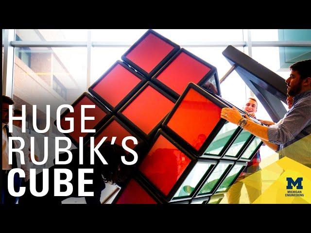 Студенты создали гигантский кубик Рубика