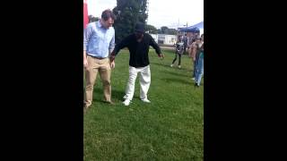 Clay Aiken's cupid shuffles