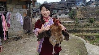 秋子抓了8只鸡回婆家,只想新年里和老公一起过,恩爱有加