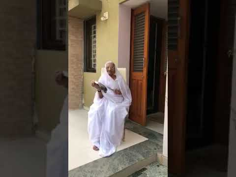PM मोदी ने शेयर किया मां हीरा बेन का वीडियो; कही यह बात