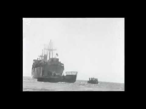 Des passagers malades de l'Exodus évacués du navire Runnymede Park à Port-de-Bouc